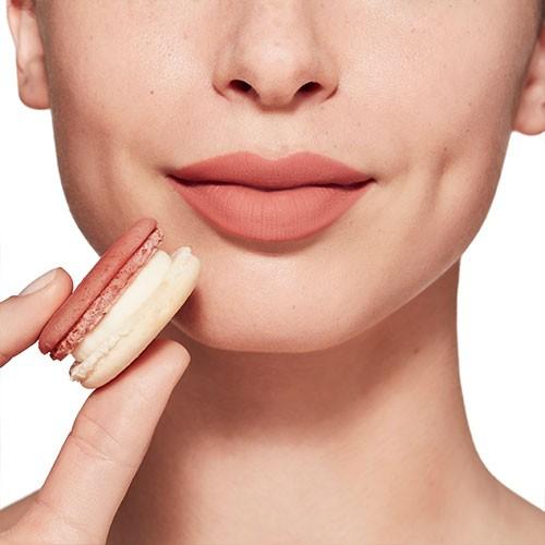 rouge-velvet-the-lipstick_so-nudista_15_peachy-tatin_peau-claire.jpg